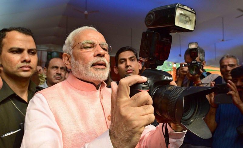 Narendra-Modi-Camera-Lover09